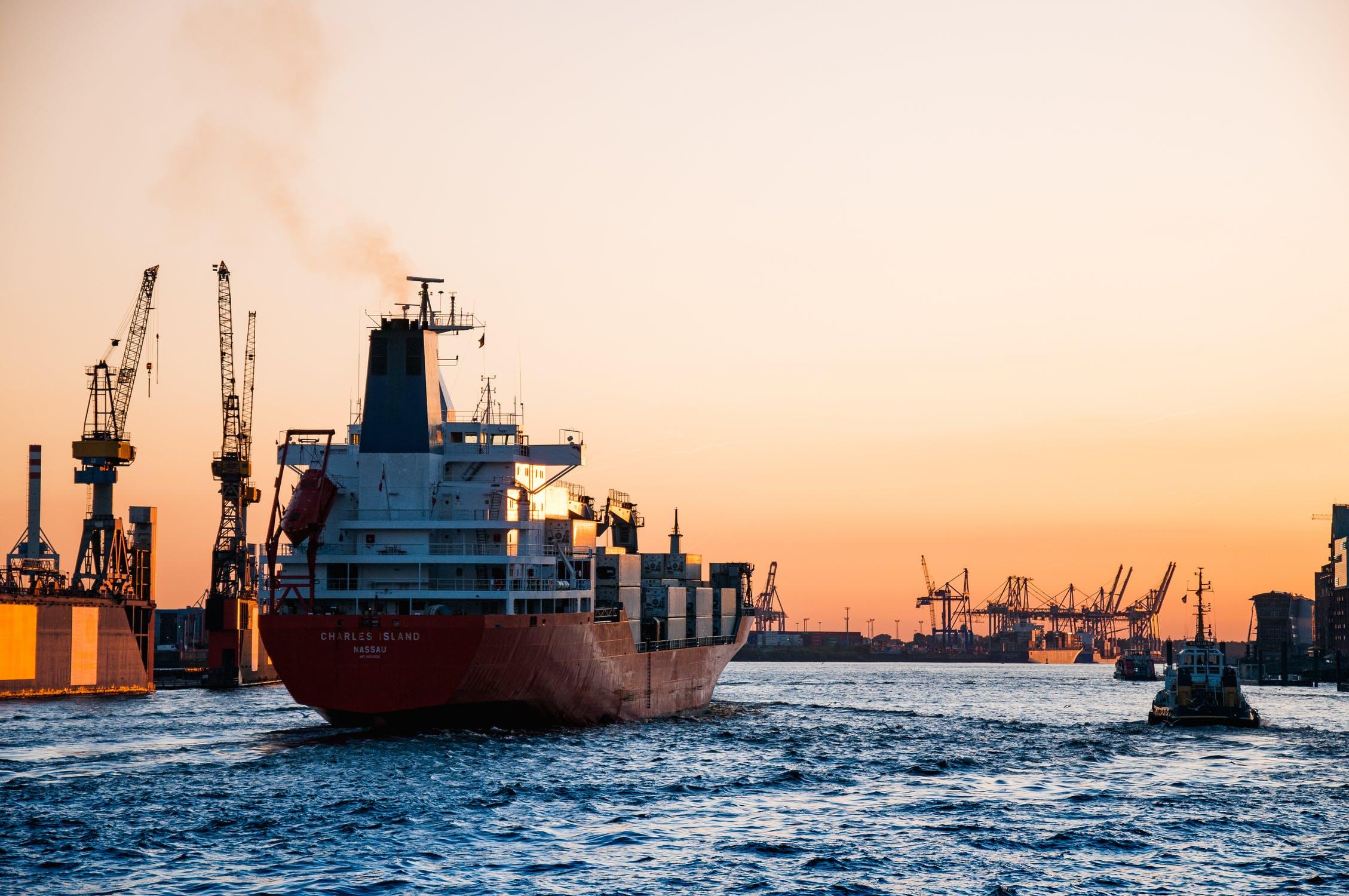 Fartyg ship cargo hamn