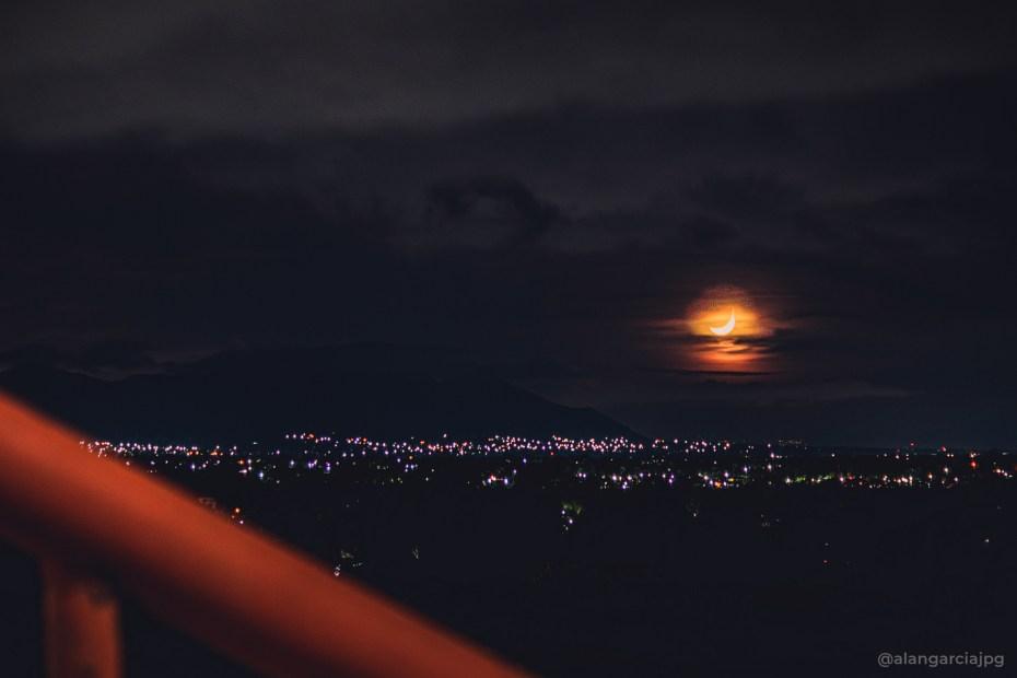 Noche de luna creciente en Actopan, Hidalgo.