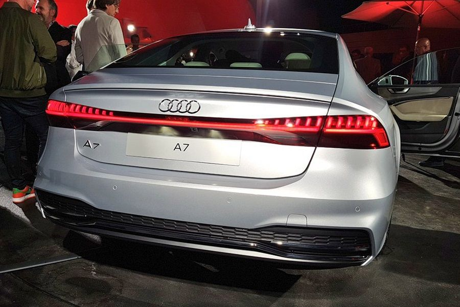 az j audi a7 es sportback 2018 ban deb t l hibrid technol gi val alapj rat. Black Bedroom Furniture Sets. Home Design Ideas