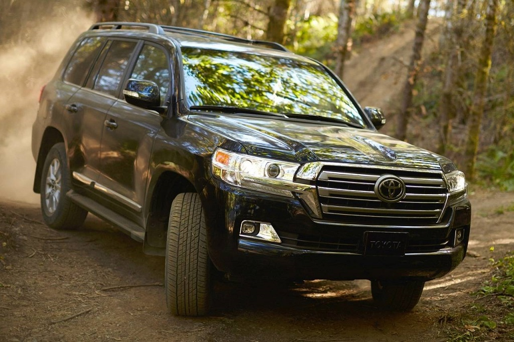 Ráncfelvarrott Toyota Land Cruiser J200-as terepen
