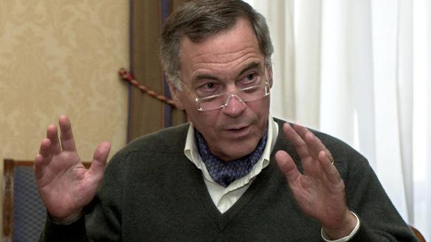 Стив Ханке: Ако влезете в еврозоната, ще започнете да вървите по посоката на Гърция