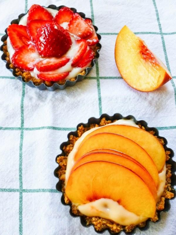 Strawberry and Peach Yogurt Tarts | A Latte Food