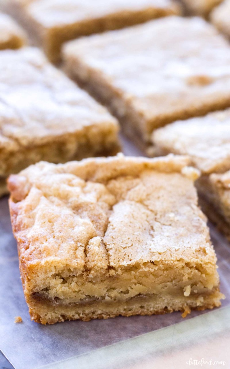 homemade cinnamon roll blondies
