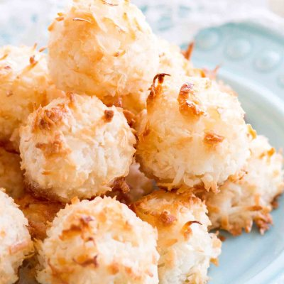 easy homemade coconut macaroons on a blue plate
