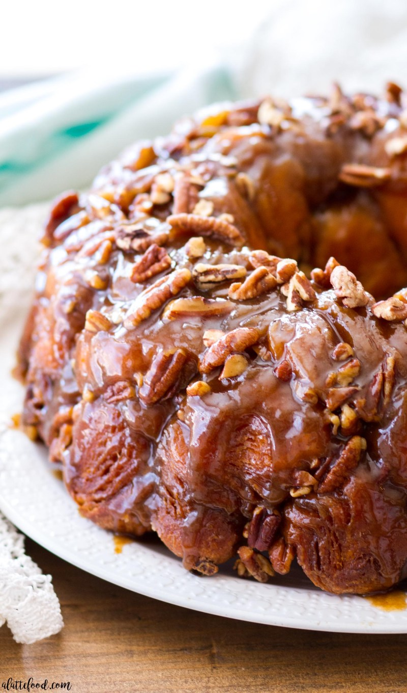 how to make monkey bread, maple pecan monkey bread