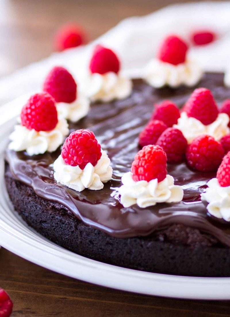 mocha flourless cake with raspberries