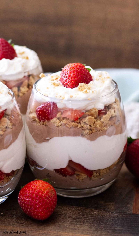 no bake strawberry chocolate cheesecake recipe with whipped cream and strawberries