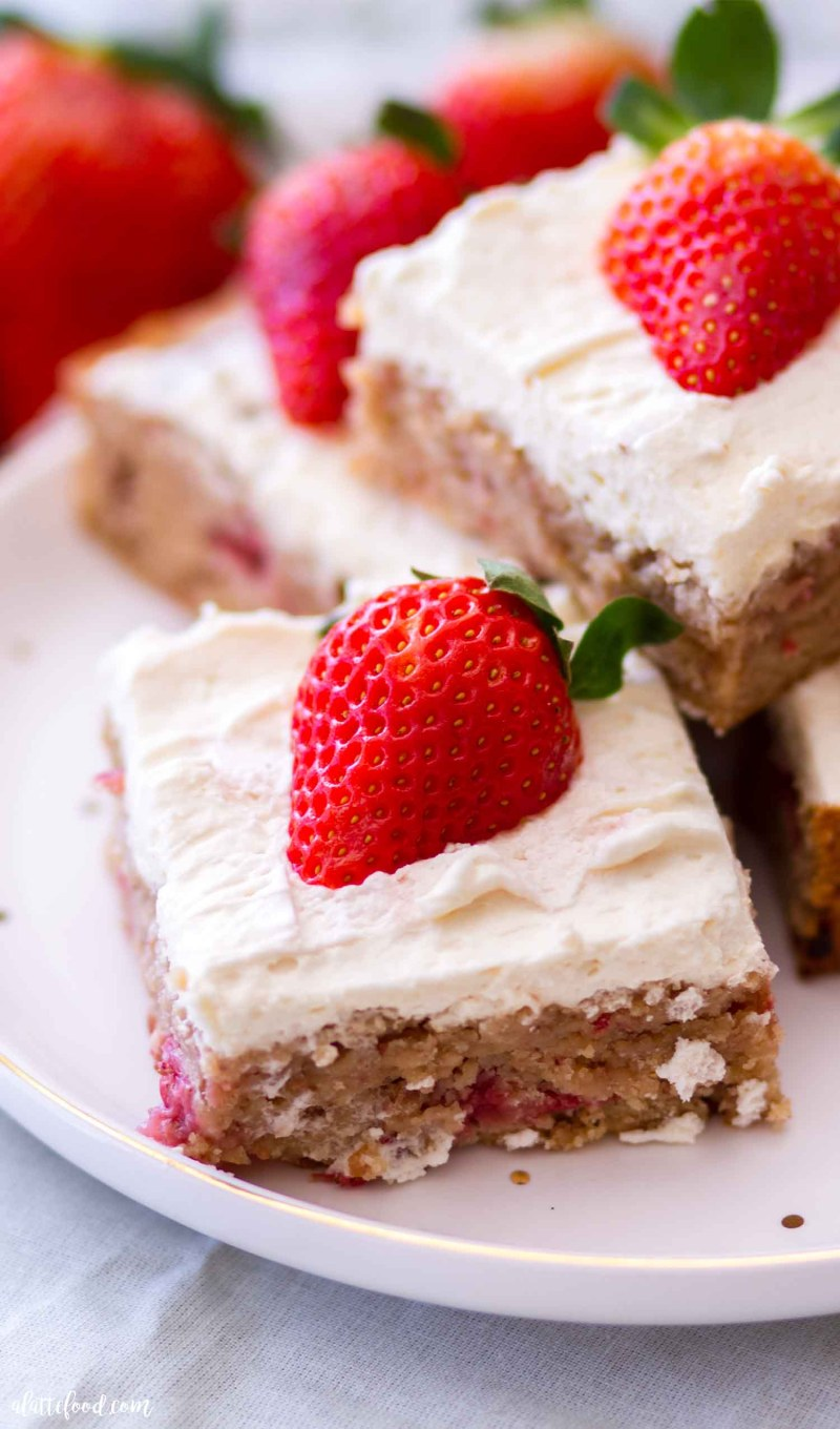 strawberry blondies with whipped cream frosting