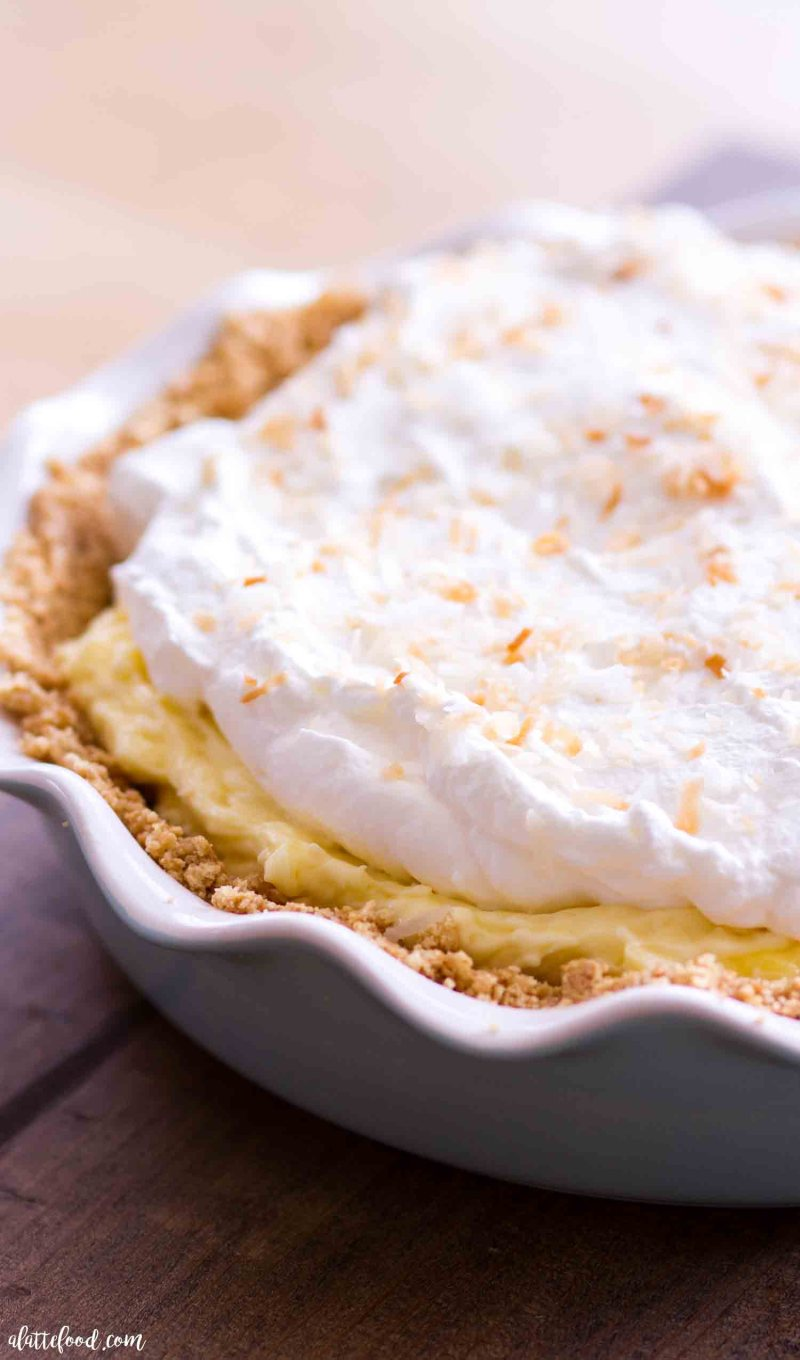 Easy Banana Coconut Cream Pie - A Latte Food-1171