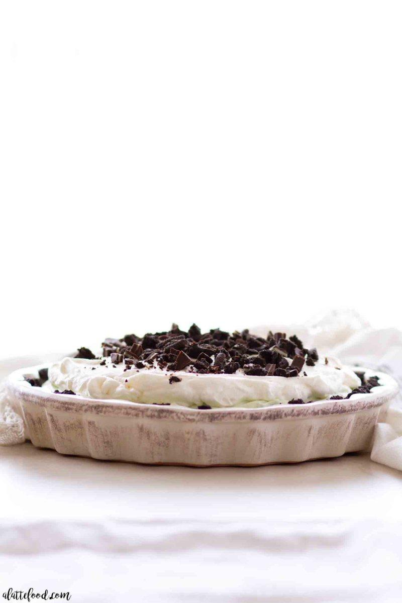 The best chocolate mint cream pie recipe with an oreo crust