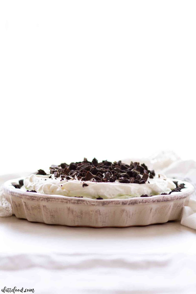 The best chocolate mint cream pie recipe with an oreo crust