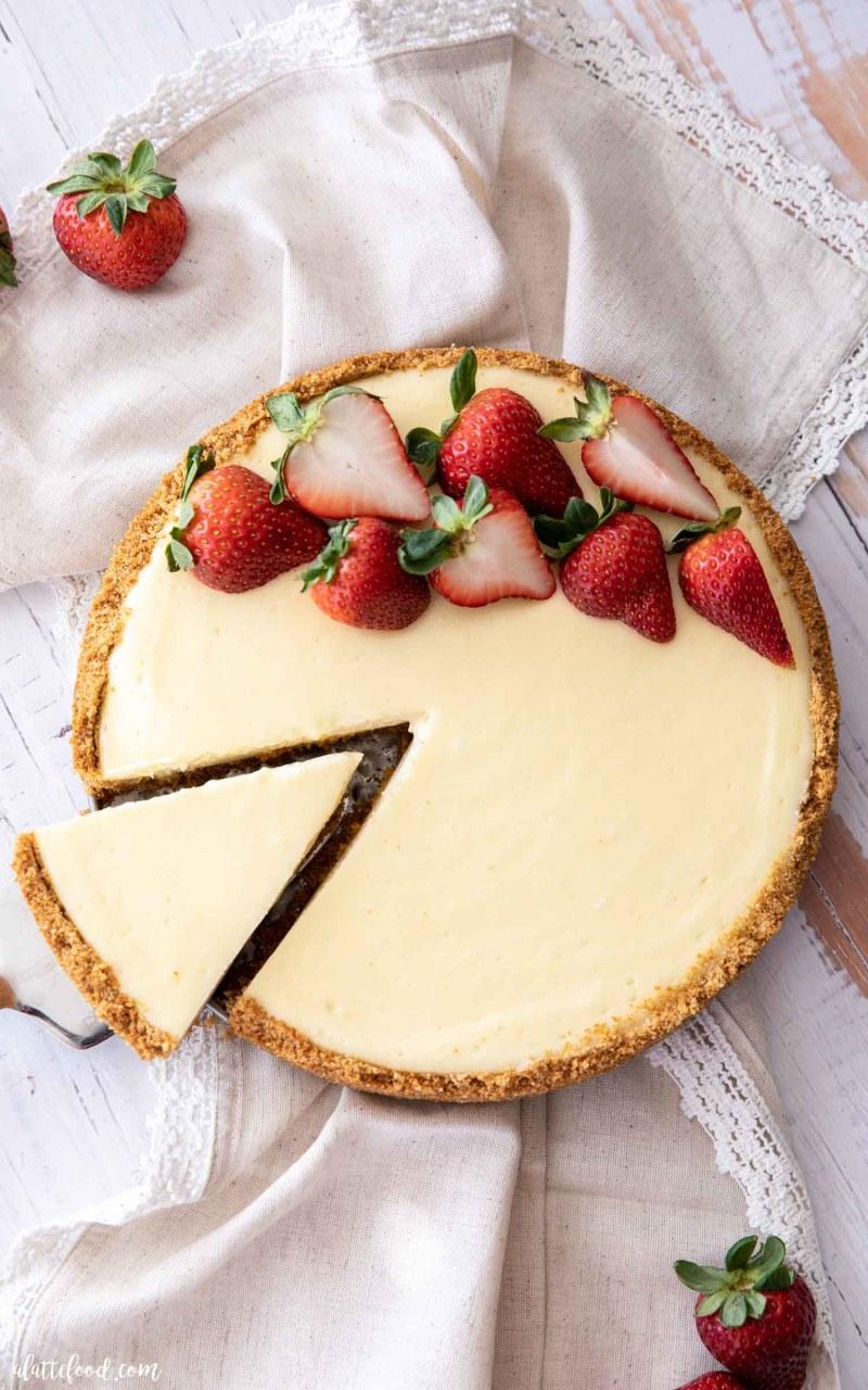 cheesecake slice on pie server