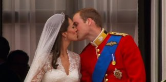 William and Kate Kiss on the Balcony - The Royal Wedding