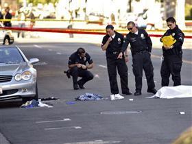 Hollywood'da etrafa rastgele ateş açan adam öldürüldü