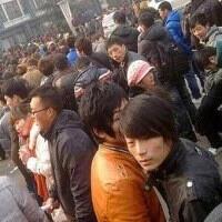 Binlerce kişi 450 lira maaş için kuyruğa girdi
