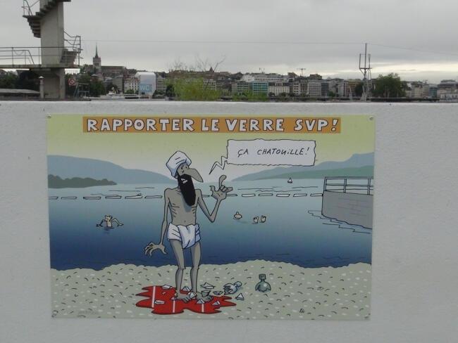 Cenevre'de plajda 'art niyetli' karikatür