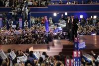 Romney büyük vaatlerle başkan adaylığını kabul etti
