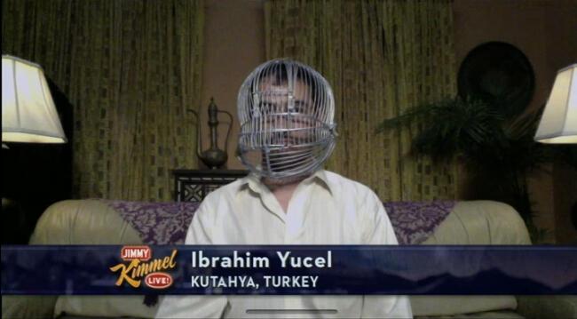 Başını kafese kilitleyen Türk, Kimmel'e konu oldu