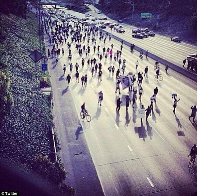Los Angeles'ta otoban kapattılar