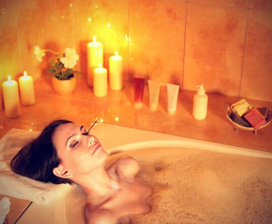 Young-woman-resting-in-bubble-bath