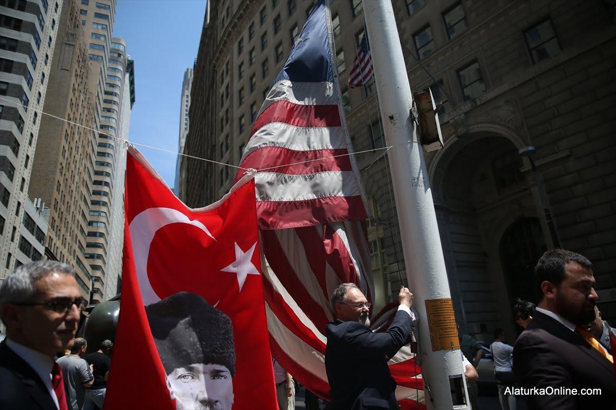 New York'ta 17. Geleneksel Türk ve Amerikan Bayrak Çekimi Töreni