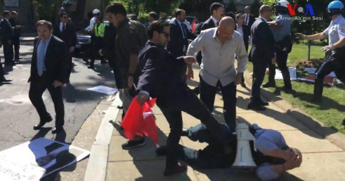 Buyukelcilik Konutu Onunde Kavga Turkler Tutuklandi
