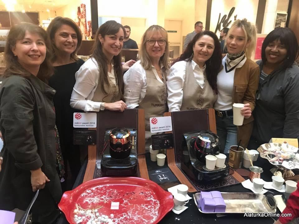 Turkish Coffee Lady Cafe Geleneksel Türk Kahvesini Amerika'da Tanıtıyor
