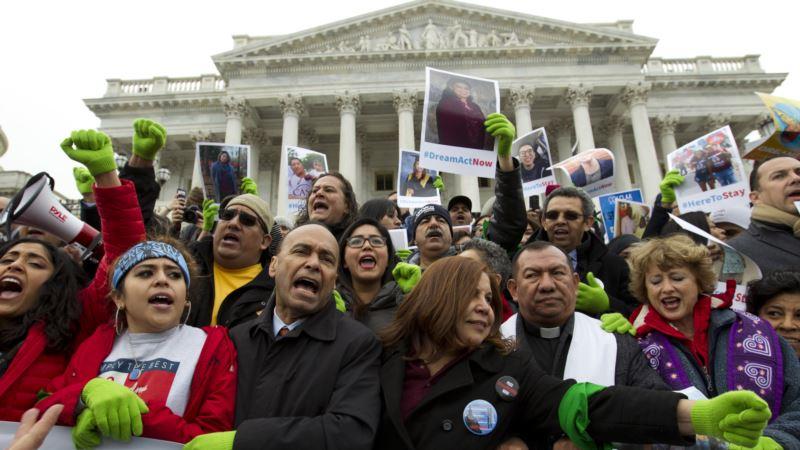 'Kaçak Göçmenler Cumhuriyetçiler'i Destekleyecek'