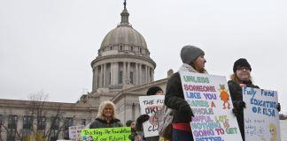 ABD'nin İki Eyaletinde Öğretmenler Sokağa Döküldü