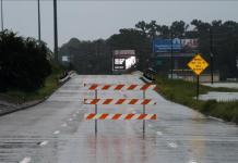 Extreme weather hits US East, West coasts