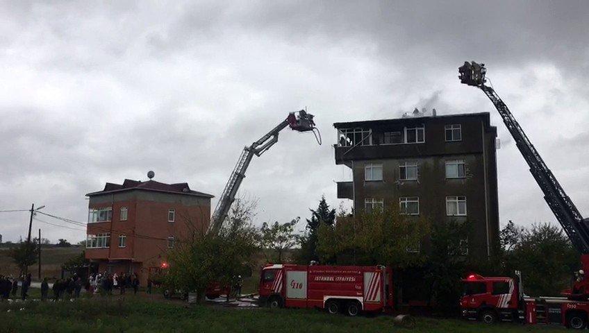 Tuzla'da 5 katlı binada yangın