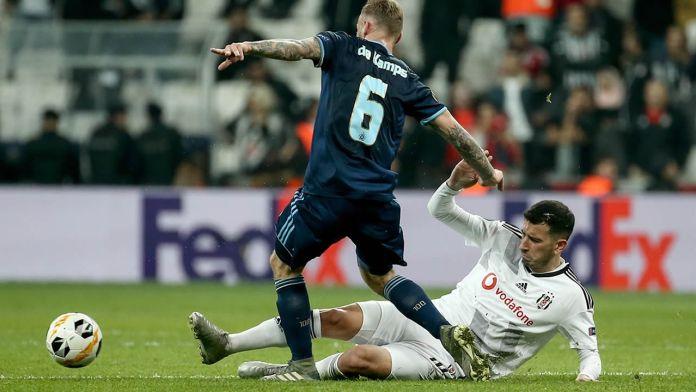 Beşiktaş 2 - Slovan Bratislava 1 Maç Özeti İzle