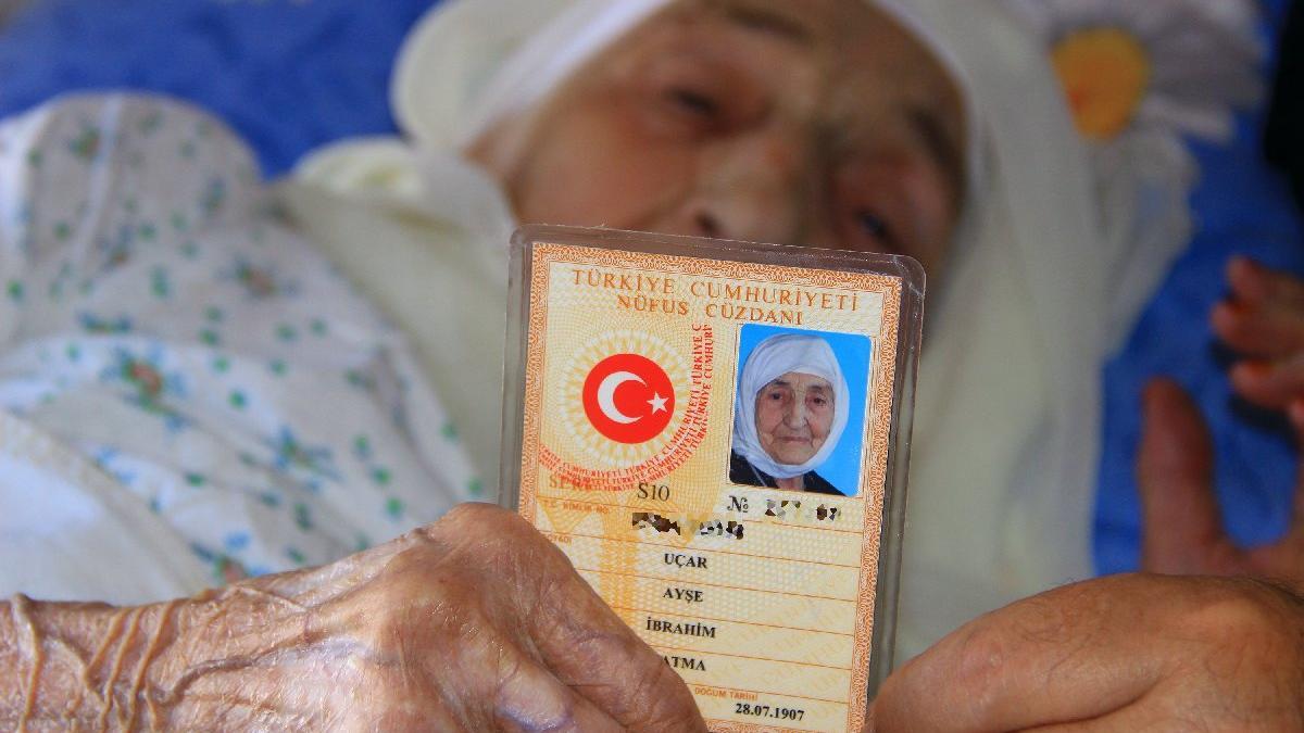 Ölen yaşlı adamın eşi: O ölmemiştir, beni görünce gözünü açar