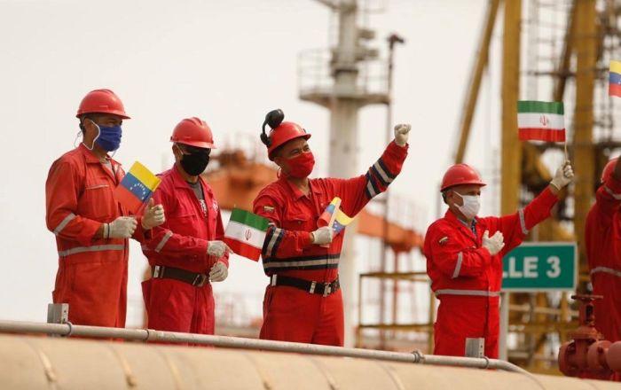 İran'ın gönderdiği petrol tankerlerinden ikincisi Venezüella karasularına ulaştı