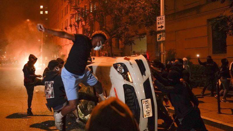 ABD'deki Gösterilerde Gazeteciler Hem Polisin Hem Protestocuların Hedefi Oluyor
