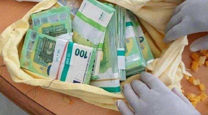 Sınırda şok: Türk yolcunun yastıklarından 400 bin euro çıktı