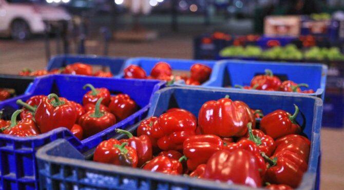 Sebze ve meyvenin fiyatını 'korsan komisyoncu' artırıyor