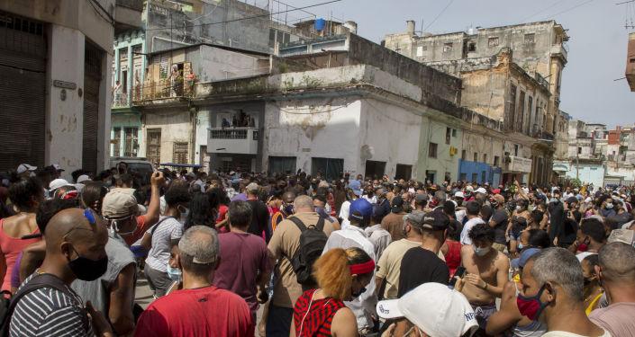 ABD'nin Küba'daki gösteriler hakkındaki açıklamasına Rus Dışişleri'nden 'sorulu' yorum