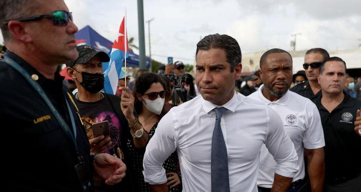Miami Belediye Başkanı'ndan 'Küba bombalansın' çağrısı