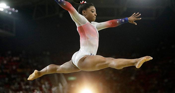Tokyo Olimpiyatı'nda ikinci finalden de çekilen Simone Biles'ın mental sağlığına öncelik vermesine büyük destek yağdı