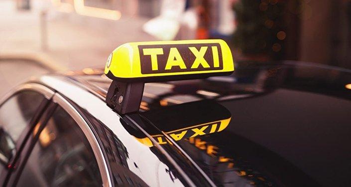 ABD'de bir taksi şirketi Kovid-19'a karşı aşılananları taşımayı reddediyor