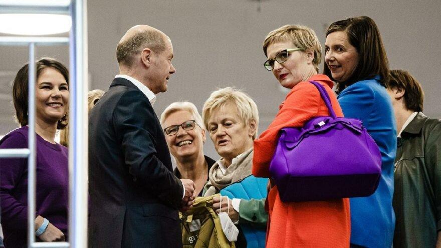 Almanya'da resmi koalisyon görüşmeleri başladı