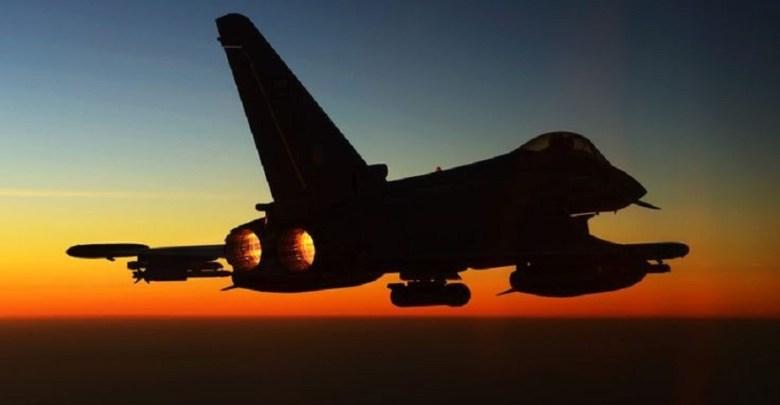 """Photo of الآن .. طيران التحالف يرد على عرض الحوثي مبادلة طيارين سعوديين أسرى لديه بمعتقلي """"حماس"""" في السعودية"""