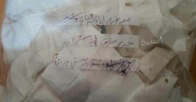 Photo of مريب جدا .. الحوثيون يكشفون عن محتوى الصناديق التي انزلها طيران التحالف مظليا قي مناطق سيطرتهم (صور وفيديوهات)