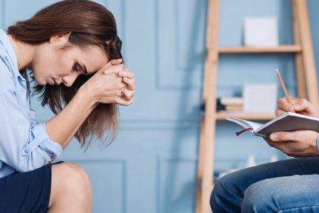 انواعالاكتئاب ( الاكتئاب السريري ، و الاكتئاب الذهاني ، واكتئاب ما بعد الولادة )