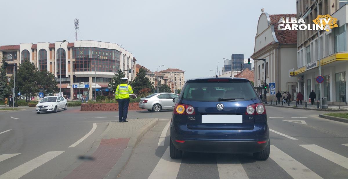 Ştirea ta: Ce lipseşte dintr-un sens giratoriu cu semafoare şi indicatoare rutiere?