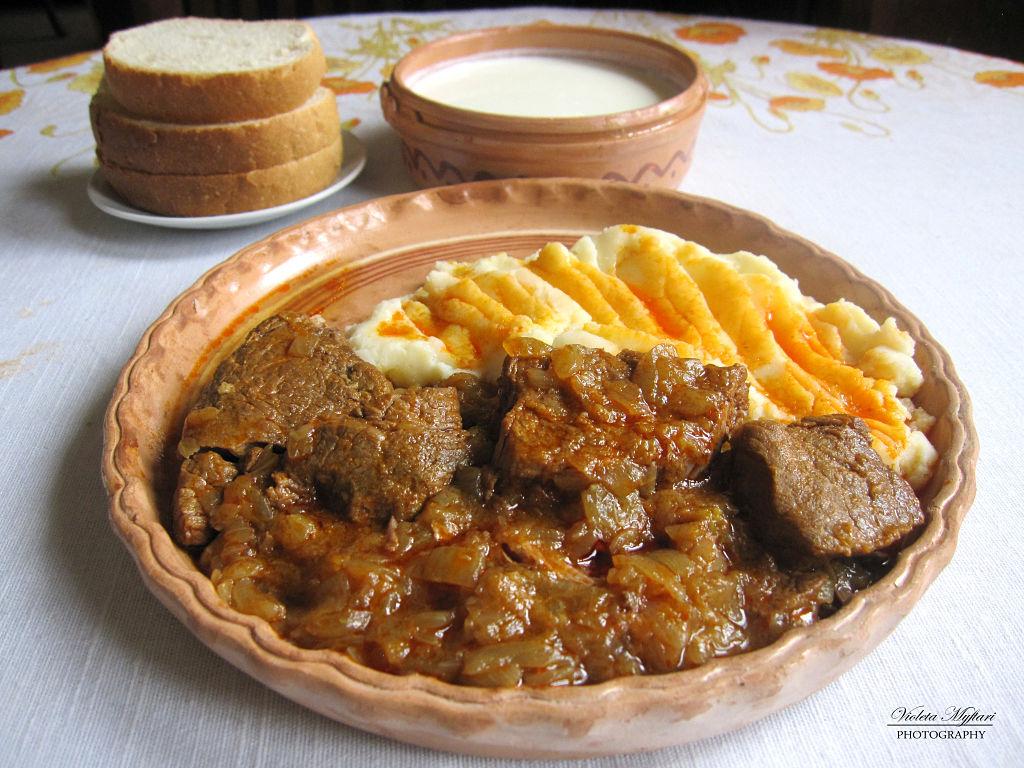 Lo Jahni. Un Ottimo Piatto Tradizionale Albanese