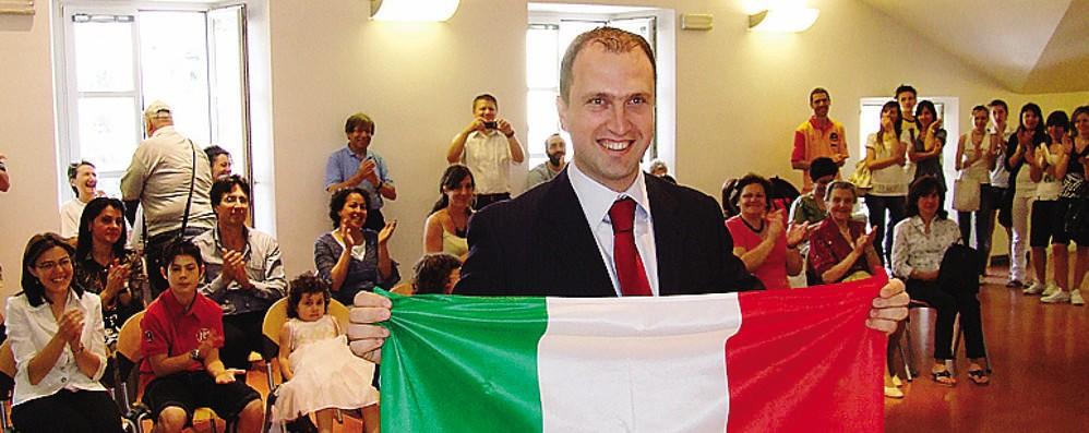 Mirvjen Bedini nella sala consiliare di Ponte, quando nel 2009 ha preso la cittadinanza italiana