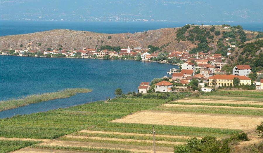 Pogradec lelegante citt in riva al lago