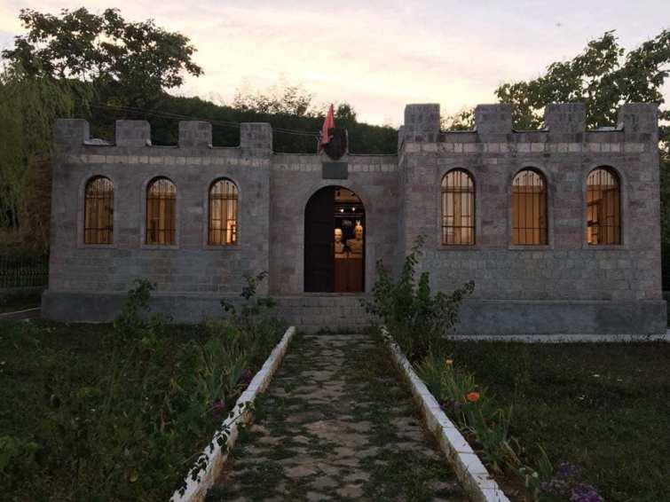Casato dei Castriota (Muzeu i Kastriotëve) esterno